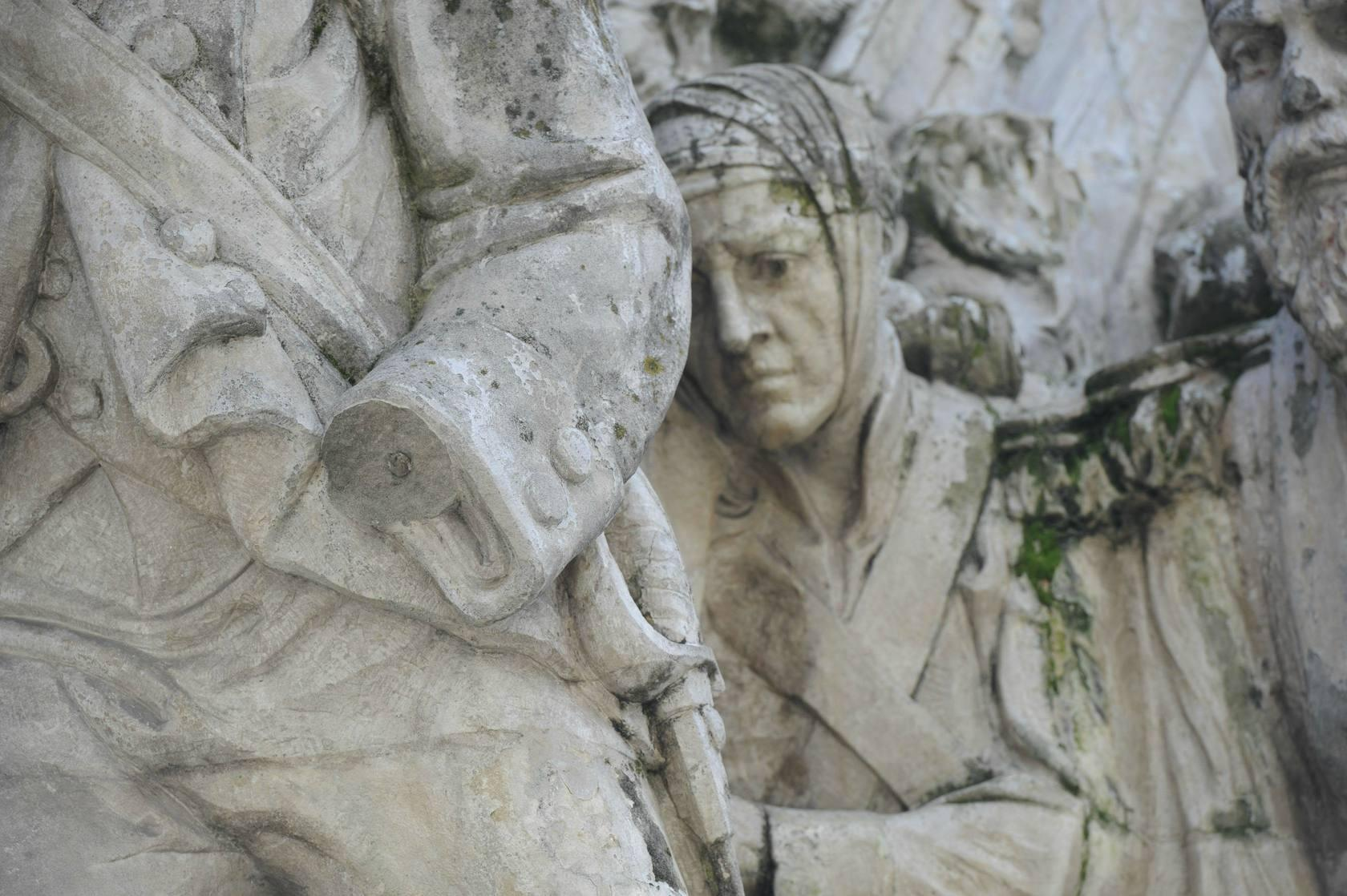 Detalles del monumento de la Batalla de Vitoria