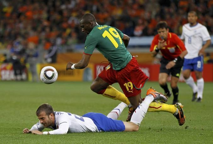 Holanda vence a Camerún y queda primera de grupo