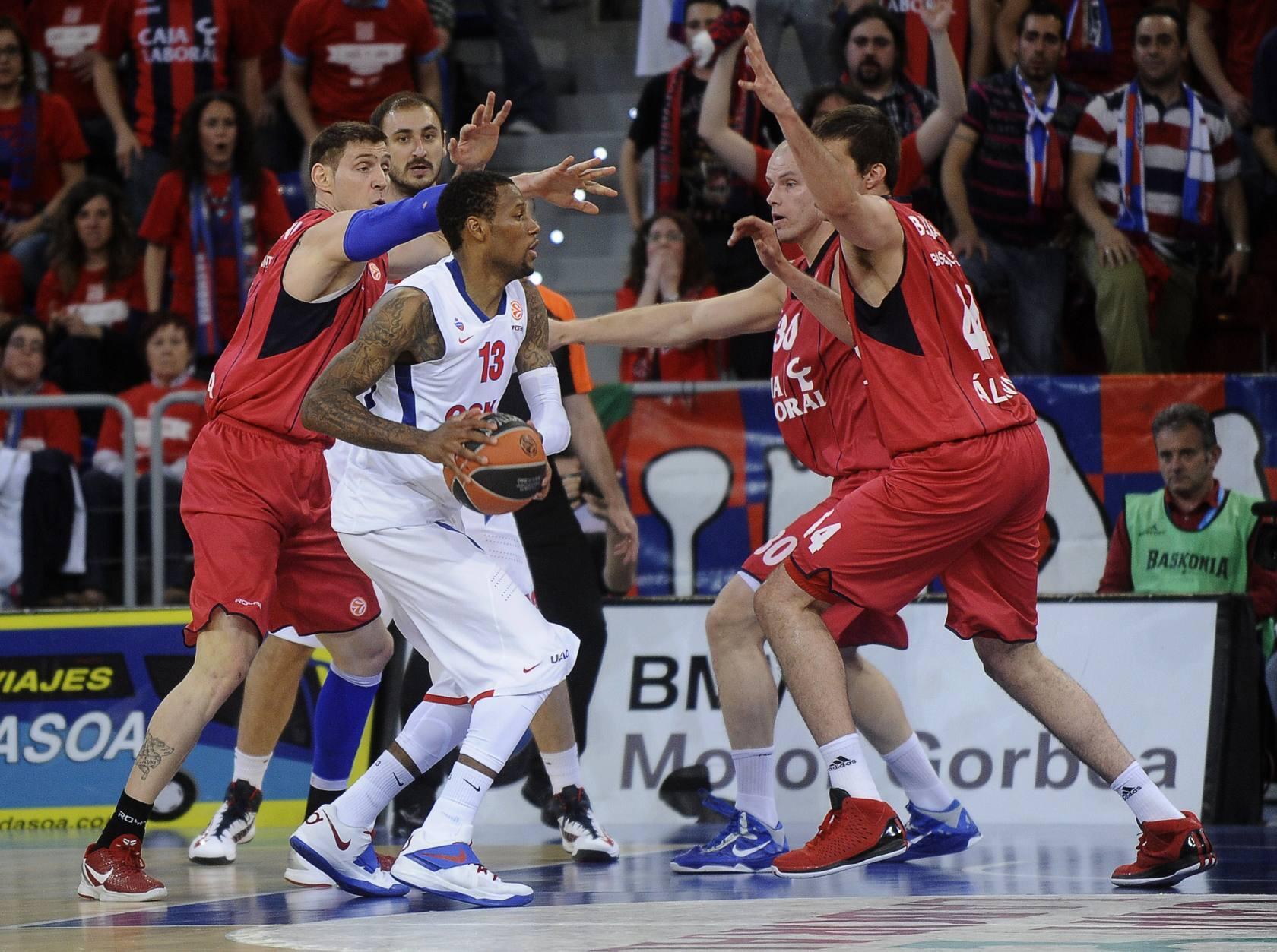 El Baskonia barre al CSKA y fuerza el cuarto partido