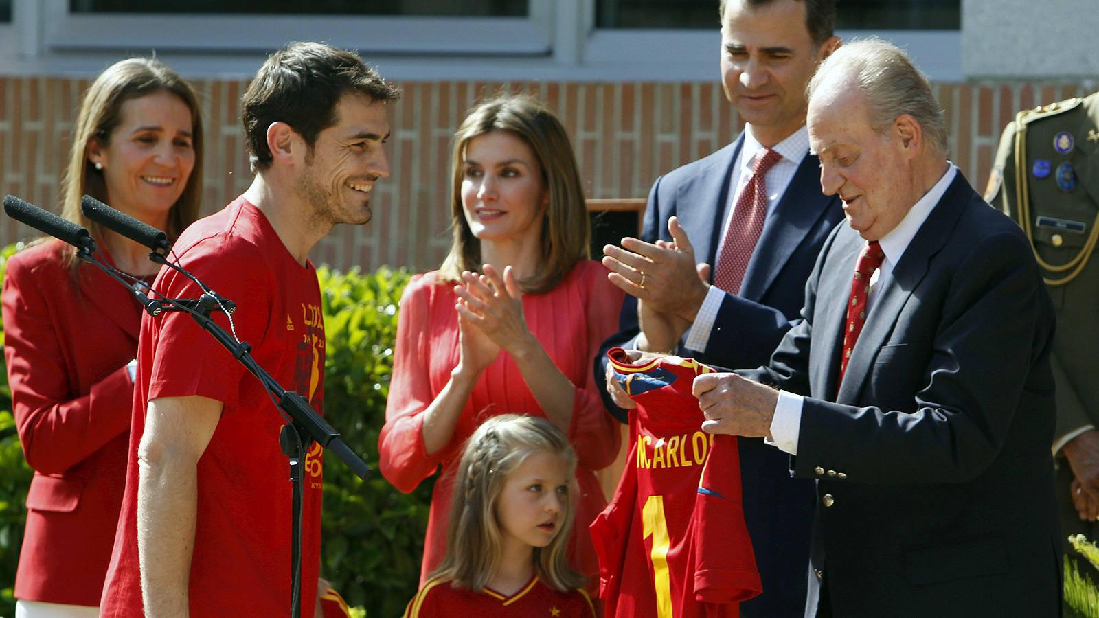 La familia real recibe a los campeones