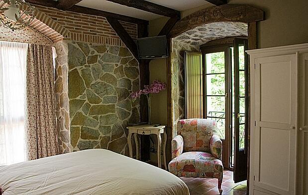 Hotel+jacuzzi para 2 en Cantabria 75 €