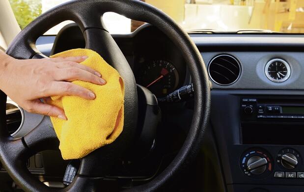 Lavado manual + desodorización de coche