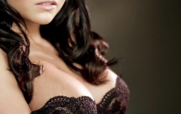 Aumento mamas con las prótesis incluidas