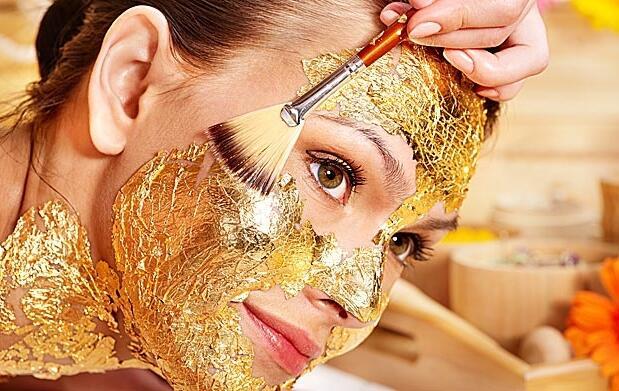 Oro 24k en Tratamiento facial y cuello