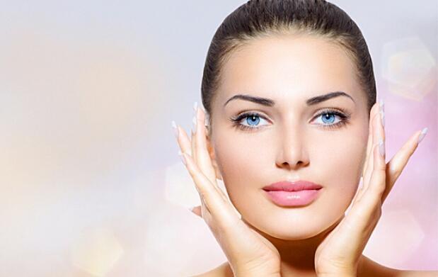 Tratamiento facial Deluxe en Mom Salon