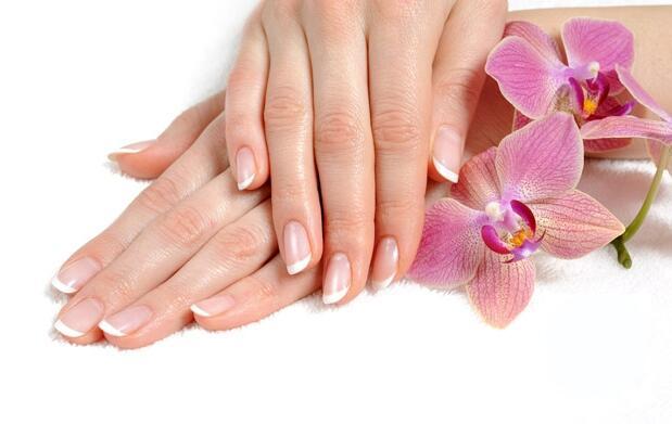 Manicura y esmaltado permanente