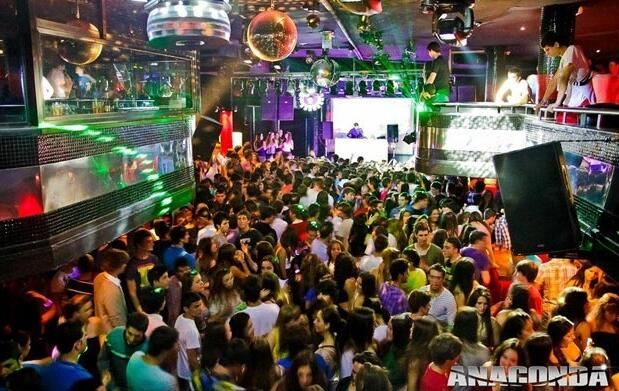 Gran Fiesta en Discoteca Anaconda