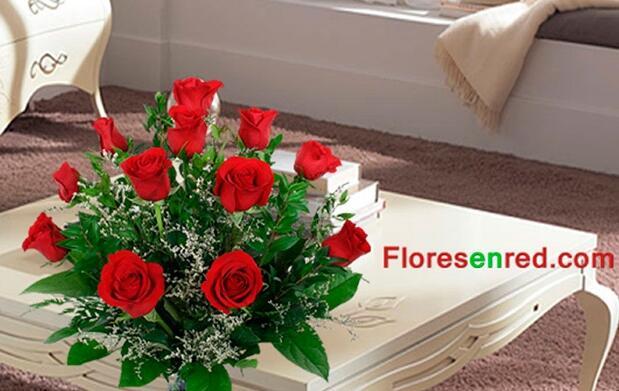 Regala un ramo de 12 rosas