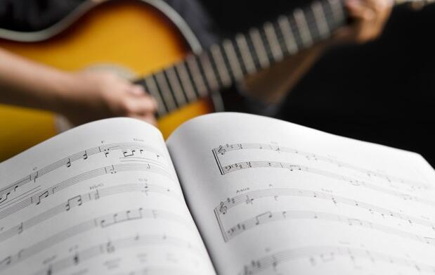 Curso de iniciación a la guitarra 15 €