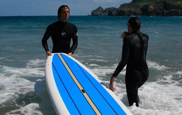 Aprende a surfear en Bakio