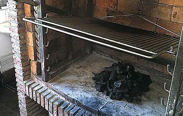 Menú de sidrería con kupela abierta en Muxika