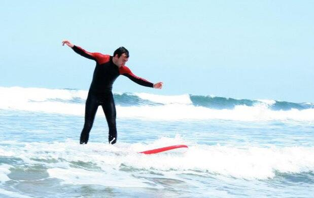 Surf, comida y circuito termal en Deba