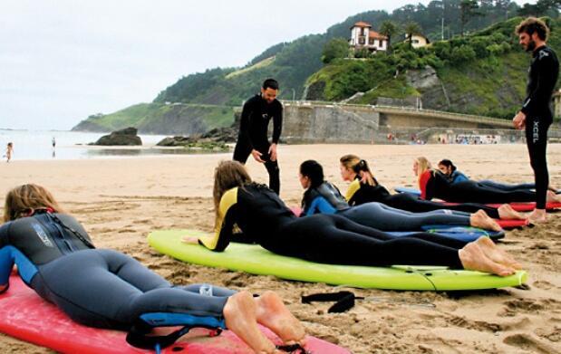 Clase surf, comida, circuito termal: Deba
