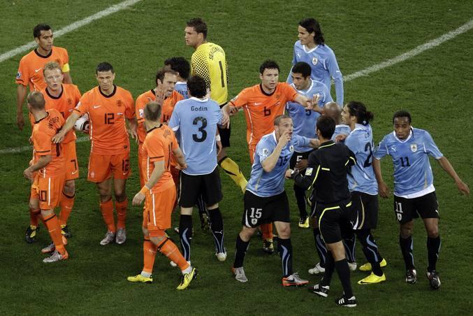 Holanda, primer finalista, tras ganar 3-2 a Uruguay