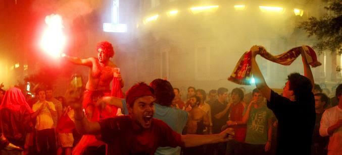 Las calles españolas vibran con el triunfo de 'La Roja'