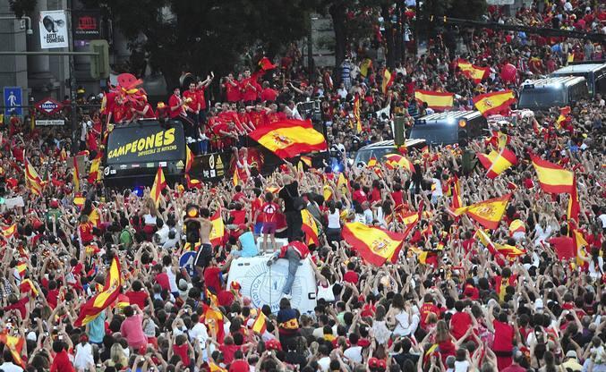 """Madrid se echa a la calle al grito de """"Campeones"""""""