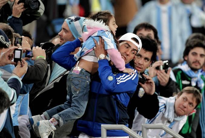 Argentina hace pleno de victorias ante una Grecia sin hambre