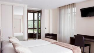 Escapada a Llanes para dos. Hotel Villa Marrón