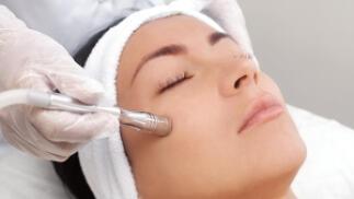 Tratamiento facial + Peeling de diamantes + Fototerapia