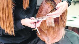 Sesión de peluquería y/o manicura con esmaltado normal