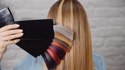 Sesión de peluquería con tinte y peinado en Barakaldo