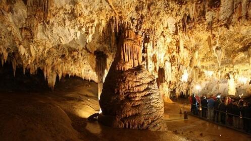 Visita las Cuevas de Pozalagua en Karrantza
