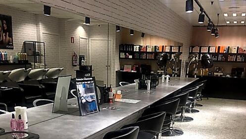 Sesión de peluquería en nueva peluquería en Portugalete.