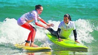 Súbete a la cresta de la ola con Lokal Surf Bakio