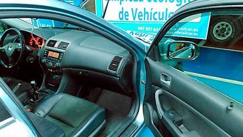 Limpieza de coche a mano y ecológica