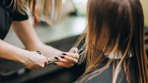 Sesión de peluquería para mujer u hombre en Getxo