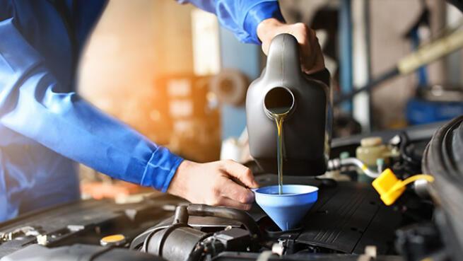 Cambio de aceite + filtro + revisión de 15 puntos de coche