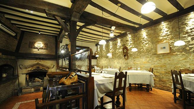 En pleno casco medieval de Vitoria-Gasteiz disfruta un menú en Restaurante Casa Vieja-Etxe Zaharra