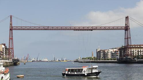 Paseo en barco por la ría de Bilbao