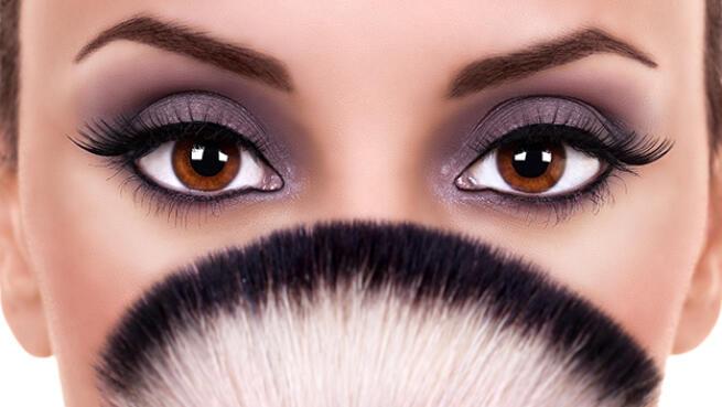 Permanente y tinte de pestañas. Colocación de pestañas natural y micropigmentación de ojos
